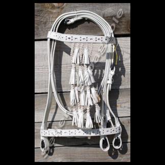 Bridon espagnol vaquero filigrane blanc fond blanc